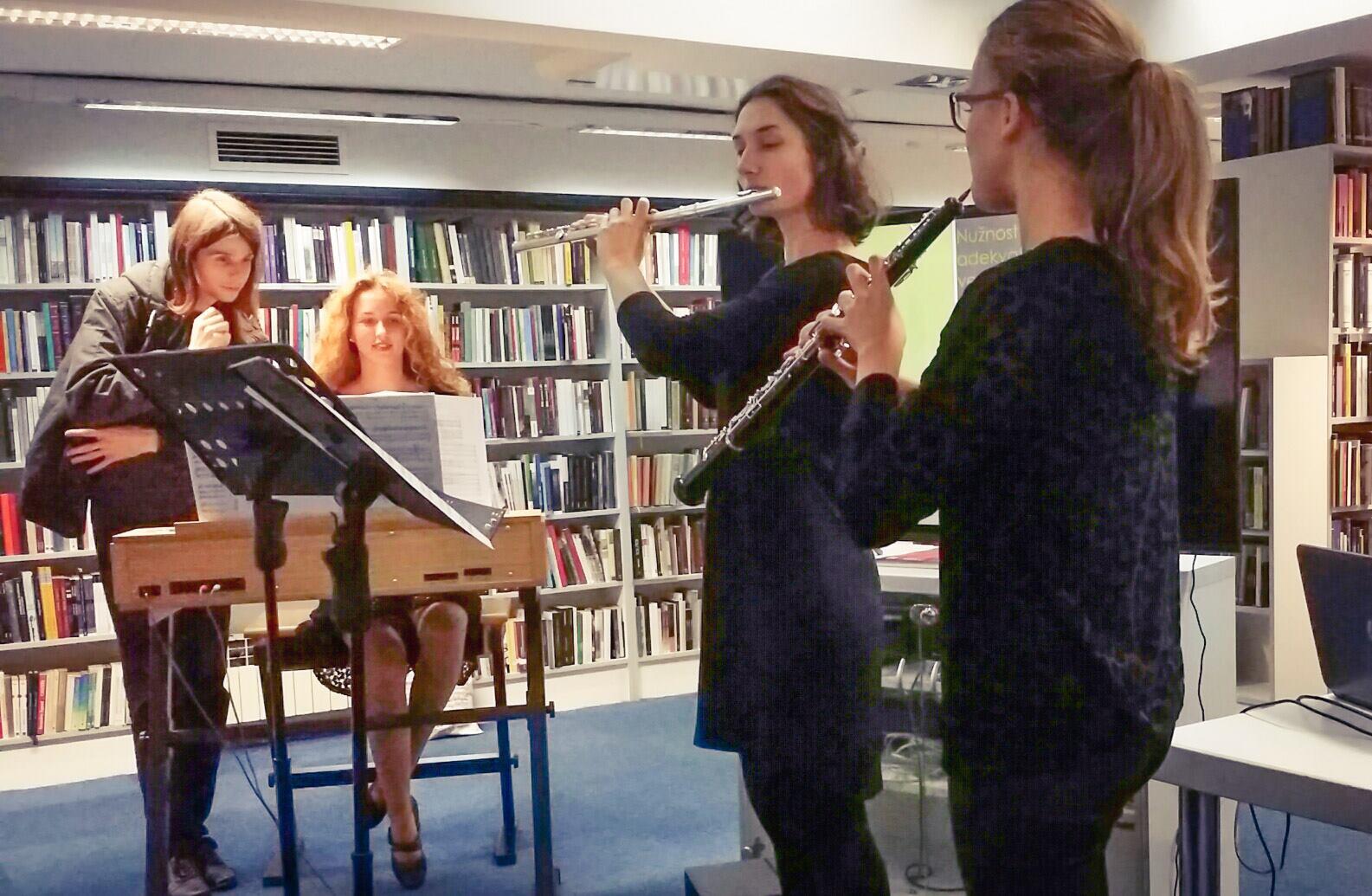 S lijeva na desno: Nikola (asistent), Tea Kulaš (orgulje), Ivana Kovačević (flauta) i Marta Meštrović (oboa) Svjetlozapisao: Mladen Ergić