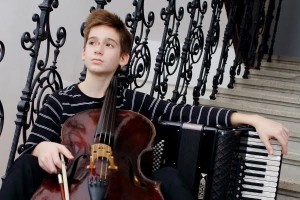 Martin Kutnar (harmonika i violončelo)