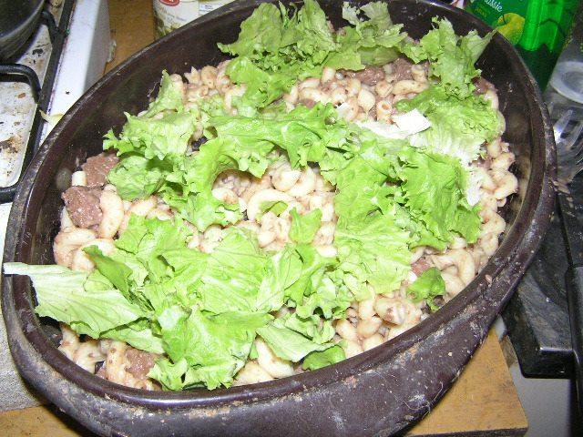 Posebno obogaćena porcija za naše svinje - SALATA!!! Ovo je konkretno Darwinova porcija, ali istu takvu će dobiti u svojim porcijama i svi ostali prasci.