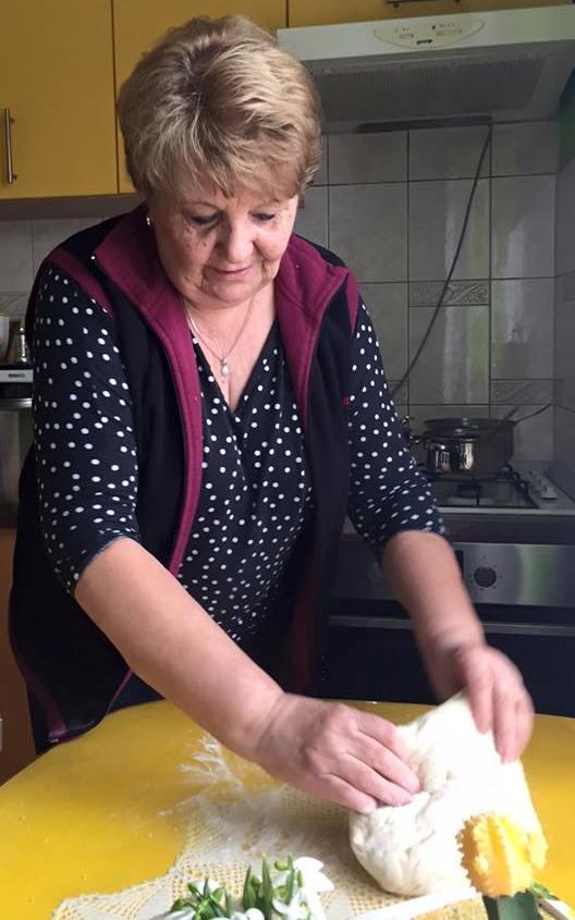 Baka Kata Brzić iz Slavonskog Broda je za svoj 67. rođendan prvi puta u životu ispekla vegansku makovnjaču da počasti svoje najmilije!