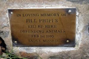 Jill je bila druga generacija u svojoj obitelji animalističkih abolicionista, sudionica akcija kojima je cilj bio nanijeti gospodarsku štetu onima koji zarađuju na iskorištavanju i ubijanju životinja. Kao trudnici sudili su joj zbog izravnih akcija oslobađanja životinja.