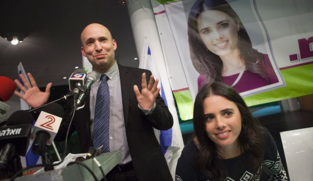 """Izraelski premijer Benjamin Netanyahu odlučio je imenovati Ayeleta Shakeda ministrom pravosuđa u svom četvrtom mandatu. Shaked je član Knesseta (MK) i predstavlja krajnju desnicu """"Židovski dom"""" (HaBayit HaYehudi) stranke koja je poznata po svojim ekstremnim ultranacionalističkim stavovima.  Više o tome na: http://mondoweiss.net/2015/05/netanyahu-palestinians-government/"""