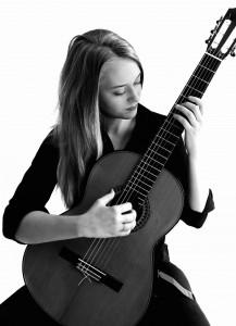 Ana Čižmek, gitara