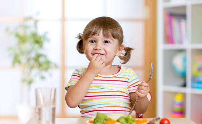 Dobro isplanirana veganska prehrana pogodna za sve stadije života, uključujući razdoblje trudnoće, laktacije, djetinjstva i adolescencije.