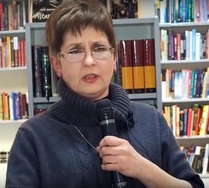 Ingeborg Bata, dr. med. vet. (voditeljica veterinarske službe u Zoo vrtu Zagreb, osnivačica predsjednica Udruge za zaštitu divljih životinja AWAP i Centra za zbrinjavanje divljih životinja)